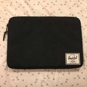 Herchel 15 inch black laptop sleeve